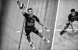 17-04-2016 NED: Play off finale Abiant Lycurgus - Seesing Personeel Orion, Groningen<br /> Abiant Lycurgus is door het oog van de naald gekropen tijdens het eerste finaleduel om het landskampioenschap. De Groningers keken in een volgepakt MartiniPlaza tegen een 0-2 achterstand aan tegen Seesing Personeel Orion, maar mede dankzij invaller Gino Naarden kwam Lycurgus langszij en pakte het de wedstrijd met 3-2 / /Tom Buijs #11 of Orion