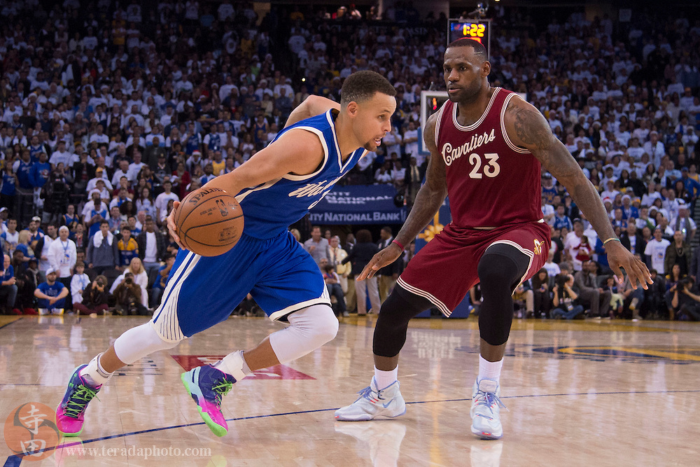 December 25, 2015; Oakland, CA, USA; Golden State Warriors guard Stephen Curry (30, left) dribbles the basketball against Cleveland Cavaliers forward LeBron James (23) in the fourth quarter of a NBA basketball game on Christmas at Oracle Arena. The Warriors defeated the Cavaliers 89-83.