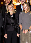 Uitreiking van de Prins Claus Prijs 2014 n het Koninklijk Paleis in Amsterdam.<br /> <br /> Presentation of the Prince Claus Award in 2014 n the Royal Palace in Amsterdam.<br /> <br /> op de foto / On the photo: Prinses Mabel en Koningin Maxima / Princess Mabel and Queen Maxima