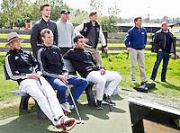 AMSTELVEEN - GOLF - Par 3 wedstrijd tussen vier voetballers en vier hockeyers, tijdens de Amsterdam Golf Show op de golfbaan van Amsteldijk. Organisator Arthur Beerendonk. De hockeyers zijn Valentin Verga, Billy Bakker, Mirco Pruijser , Robert Tigges en  voetballers John Bosman, Barry van Galen, Mickey Van der Hart (Ajax) en Joël Veltman (Ajax). FOTO KOEN SUYK