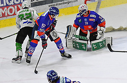 17.09.2021, Tiroler Wasserkraft Arena, Innsbruck, AUT, ICE, HC TWK Innsbruck Die Haie vs HK SZ Olimpija, Grunddurchgang, 1. Runde, im Bild v.l. Leclerc Guillaume (HK SZ Olimpija Ljubljana), Joel Messner (HC TIWAG Innsbruck), Tom McCollum (HC TIWAG Innsbruck) // during the bet-at-home ICE Hockey League Basic round 1th round match between HC TWK Innsbruck Die Haie and HK SZ Olimpija at the Tiroler Wasserkraft Arena in Innsbruck, Austria on 2021/09/17. EXPA Pictures © 2021, PhotoCredit: EXPA/ Erich Spiess