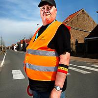 Belgie, Vlaanderen, Westhoek, 02-04-2014.<br /> Wielrennen, Elite Mannen, 3-daagse van de Panne.<br /> Signaalgevers bij de wielerkoers 3-Daagse van de Panne.<br /> <br /> Naam : Roger Zeegers, 27 jaar actief als signaalgever.<br /> <br /> Foto: Klaas Jan van der Weij