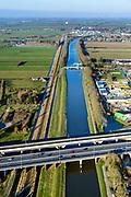 Nederland, Zuid-Holland, Gorinchem, 07-02-2018; Merwedekanaal,kruising met A15 en Betuweroute ter hoogte van Arkel.<br /> Crossing A15 motorway and freight railway w Merwede channel.<br /> <br /> luchtfoto (toeslag op standard tarieven);<br /> aerial photo (additional fee required);<br /> copyright foto/photo Siebe Swart