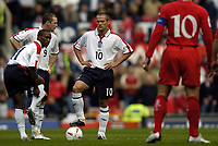 Fotball<br /> Foto: BPI/Digitalsport<br /> NORWAY ONLY<br /> <br /> England v Wales<br /> 09.10.2004<br /> <br /> Jermaine Defoe, Wayne Rooney and Michael Owen wait for kick off