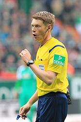 Football: Germany, 1. Bundesliga, SV Werder Bremen vs. Borussia Moenchengladbach, Bremen - 16.05.2015,<br /> Referee Christian Dingert<br /> <br /> © pixathlon