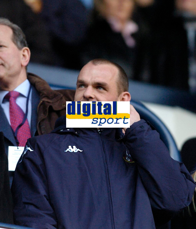 Photo: Leigh Quinnell.<br /> Tottenham Hotspur v Charlton Athletic. The Barclays Premiership. 05/02/2006. New Spurs signing Danny Murphy is not listening to the Charlton fans songs.