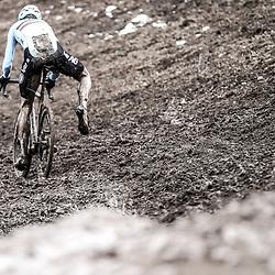 29-01-2017: Wielrennen: Wereldkampioenschap veldrijden: Luxemburg<br /> BIELES (LUX) cyclocross<br /> renner in afdaling