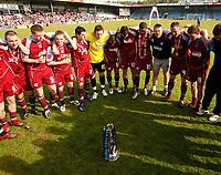 Photo: Steve Bond.<br />Scunthorpe United v Carlisle United. Coca Cola League 1. 05/05/2007. Nigel Adkins forms a circle to congratulate his players