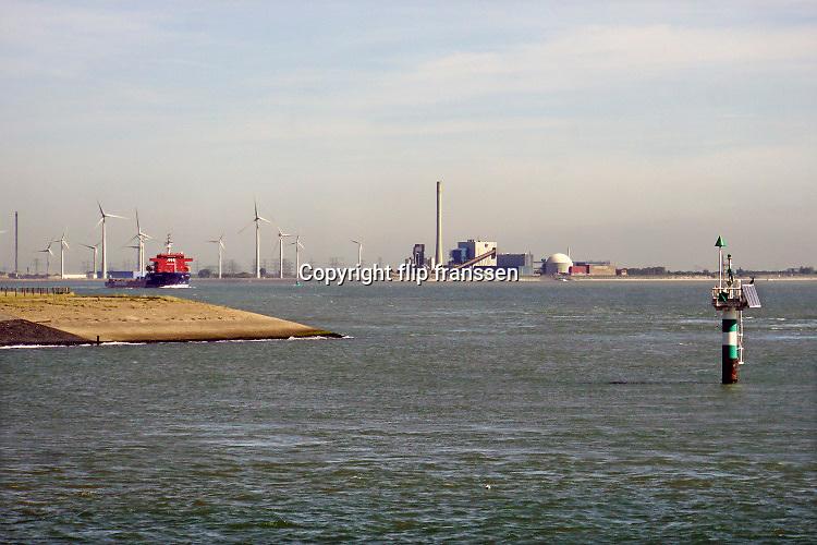 Nederland, Borssele, 15-9-2019 Kerncentrale en conventionele fossiele brandstof centrale naast elkaar van de EPZ aan de westerschelde . Foto: Flip Franssen