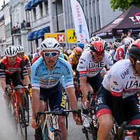 Rytterne passerer mållinjen for 2 gang i Kristiansand under Tour of Norway sykkelritt etappe 2: Lyngdal - Kristiansand.