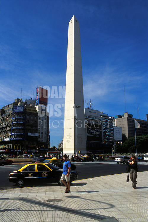 ARGENTINA/ BUENOS AIRES/ Pleno centro de Buenos Aires. El obelisco, en la Avenida 9 de Julio...ARGENTINA/ BUENOS AIRES/. Town centre. The Obelisk on 9 de Julio Avenue