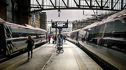 Passengers alighting from a Virgin express passenger train at Glasgow Central Station from London Euston<br /> <br /> (c) Andrew Wilson | Edinburgh Elite media