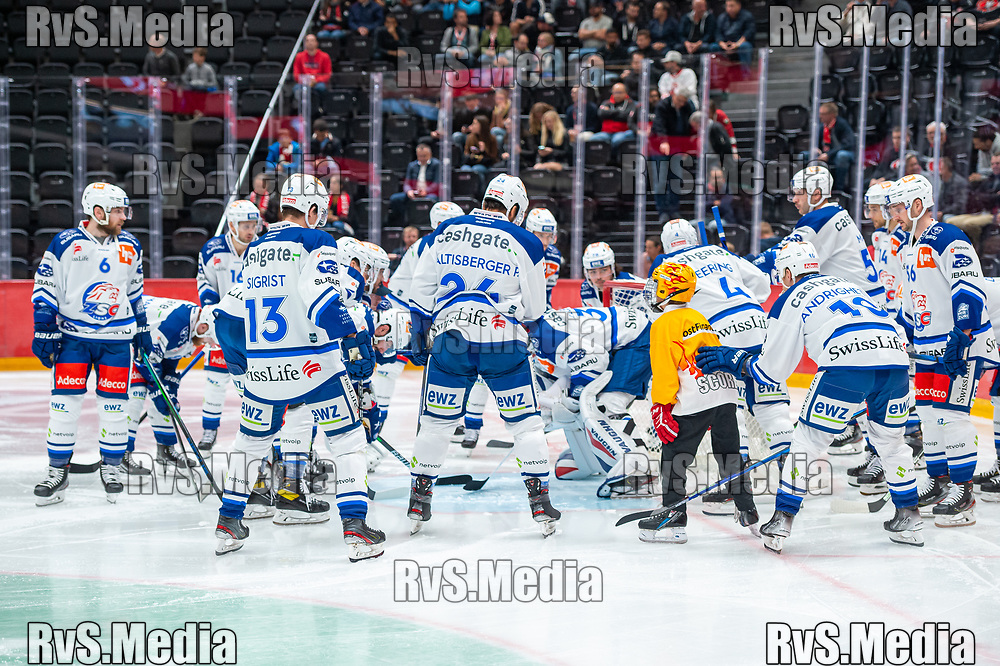 LAUSANNE, SWITZERLAND - OCTOBER 01: Team ZSC Lions makes a huddle prior the Swiss National League game between Lausanne HC and ZSC Lions at Vaudoise Arena on October 1, 2021 in Lausanne, Switzerland. (Photo by Monika Majer/RvS.Media)