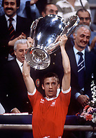 Fotball<br /> Foto: Colorsport/Digitalsport<br /> NORWAY ONLY<br /> <br /> Nottingham Forest Captain John McGovern lifts the European Cup. Nottingham Forest v Malmö, European Cup Final, Olympic Stadium, Munich, 30/05/1979