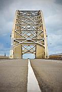 Nederland, Nijmegen, 20-6-2015Dit weekeinde is de oude brug over de waal afgesloten omdat hij wordt aangesloten op de nieuwe verlenging die nodig is vanwege de aanleg van de nevengeul. Het leidde tot wat files bij de nieuwe stadsbrug de Oversteek. Binnenkort gaat deze brug opnieuw gedeeltelijk dicht vanwege groot onderhoud.FOTO: FLIP FRANSSEN