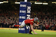 Jonathan Davies  of Wales scores his teams 3rd try.RBS Six Nations championship 2016, Wales v Italy at the Principality Stadium in Cardiff, South Wales on Saturday 19th March 2016. pic by  Andrew Orchard, Andrew Orchard sports photography.