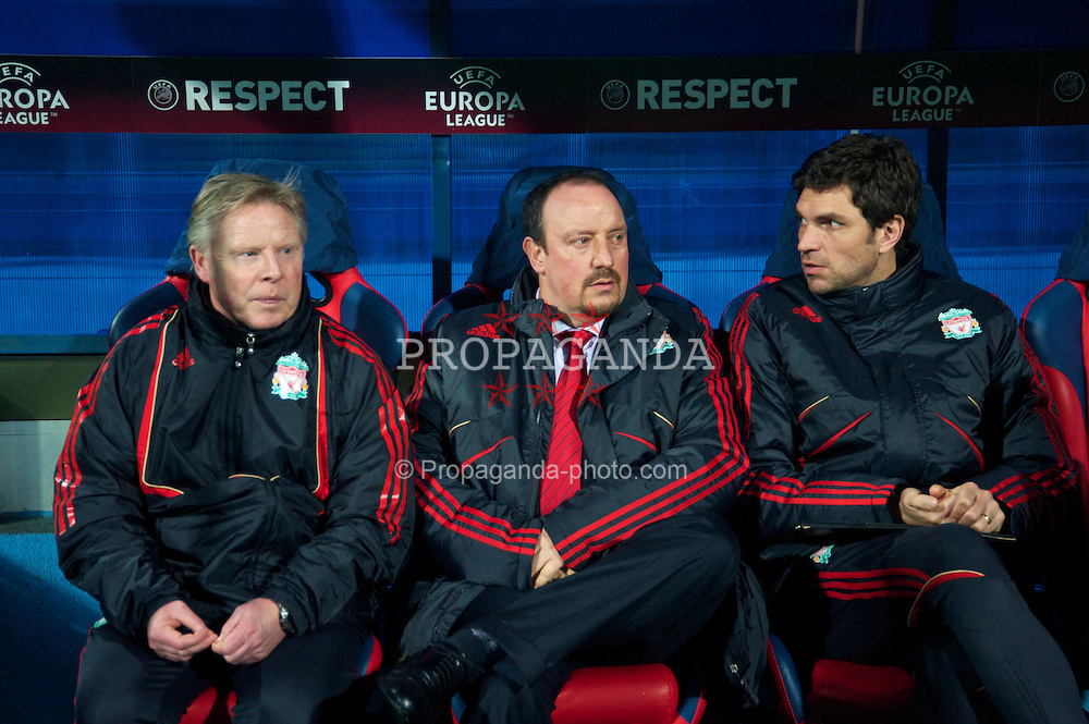 BUCHAREST, ROMANIA - Thursday, February 25, 2010: Liverpool's manager Rafael Benitez with assistant manager Sammy Lee and first team coach Mauricio Pellegrino during the UEFA Europa League Round of 32 2nd Leg match against FC Unirea Urziceni at the Steaua Stadium. (Photo by David Rawcliffe/Propaganda)