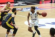 Basketball: Deutschland, 1. Bundesliga, Hamburg Towers -  EWE Baskets Oldenburg, Hamburg, 14.04.2021<br /> Martin Breunig (Oldenburg, l.) - TJ Shorts (Towers)<br /> © Torsten Helmke