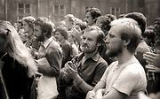 """Kraków, (woj. małopolskie) 22-09-1980. Wiec zorganizowany przez działaczy Studenckich Komitetów Solidarności, przed budynkiem Instytutu Filozofii UJ. Otwarte zebranie studentów zorganizowane zostało przez grupę studentów filozofii UJ związaną z krakowskim SKS (Grupę Inicjatywną). Podjęto inicjatywę utworzenia """"Niezależnego Zrzeszenia Studentów Polskich"""". W trakcie zebrania zapoznano uczestników z projektem statutu oraz zebrano 421 podpisów po deklaracją członkowską."""