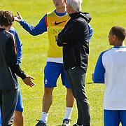 NLD/Katwijk/20100831 - Training Nederlands Elftal kwalificatie EK 2012, Dirk Kuyt in gesprek met bondscoach Bert van Marwijk
