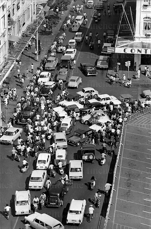 Civilians rush through the streets of Saigon, Vietnam to escape the advance of the North Vietnamese army (NVA) approaching on the outskirts of the capital city. The Vietnam War was fought between 1st November 1955 until the fall of Saigon on 30 April 1975. Photographed by Terry Fincher.