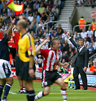 Photo. Chris Ratcliffe. <br /> Southampton v Newcastle United. Barclays Premiership. 19/09/2004<br /> Manager Graeme Souness appeals for this one<br /> NORWAY ONLY