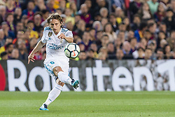 May 6, 2018 - Barcelona, Catalonia, Spain - Real Madrid midfielder Luka Modric (10) during the match between FC Barcelona v Real Madrid, for the round 36 of the Liga Santander, played at Camp nou  on 6th May 2018 in Barcelona, Spain. (Credit Image: © Urbanandsport/NurPhoto via ZUMA Press)