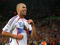 1:3 Jubel Zinedine Zidane Frankreich<br /> Fussball WM 2006 Achtelfinale Spanien - Frankreich<br /> Spania - Frankrike<br /> Norway only