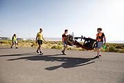 De VeloX 7 wordt na de startstreep gebracht, Iris Slappendel loopt mee. In Battle Mountain, Nevada, oefent het team op een weggetje. Het Human Power Team Delft en Amsterdam, dat bestaat uit studenten van de TU Delft en de VU Amsterdam, is in Amerika om tijdens de World Human Powered Speed Challenge in Nevada een poging te doen het wereldrecord snelfietsen voor vrouwen te verbreken met de VeloX 7, een gestroomlijnde ligfiets. Het record is met 121,44 km/h sinds 2009 in handen van de Francaise Barbara Buatois. De Canadees Todd Reichert is de snelste man met 144,17 km/h sinds 2016.<br /> <br /> With the VeloX 7, a special recumbent bike, the Human Power Team Delft and Amsterdam, consisting of students of the TU Delft and the VU Amsterdam, wants to set a new woman's world record cycling in September at the World Human Powered Speed Challenge in Nevada. The current speed record is 121,44 km/h, set in 2009 by Barbara Buatois. The fastest man is Todd Reichert with 144,17 km/h.