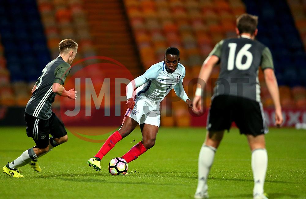 Jonathan Leko of England runs with the ball - Mandatory by-line: Robbie Stephenson/JMP - 05/09/2017 - FOOTBALL - One Call Stadium - Mansfield, United Kingdom - England U19 v Germany U19 - International Friendly