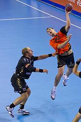 02-06-2011 HANDBAL: BEKERFINALE HURRY UP - O EN E: ALMERE<br /> (L-R) Leon van Schie, Ronald Suelmann<br /> ©2011-FotoHoogendoorn.nl / Peter Schalk