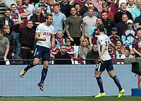 Football - 2017 / 2018 Premier League - West Ham United vs Tottenham Hotspur<br /> <br /> Harry Kane (Tottenham FC)  celebrates scoring in front of the West Ham fans at the London Stadium<br /> <br /> COLORSPORT/DANIEL BEARHAM