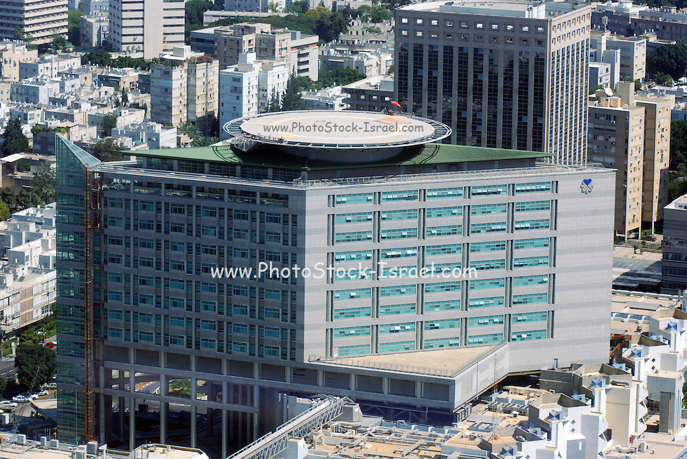 Israel, Tel Aviv , Sourasky, Medical Center Ichilov Hospita; main building with a helicopter landing pad on the roof