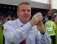 Photo: Kevin Poolman.<br /> Brentford v Swansea City. Coca Cola League 1, Play off Semi Final. 14/05/2006. Swansea Manager Kenny Jackett is happy with his team's win.