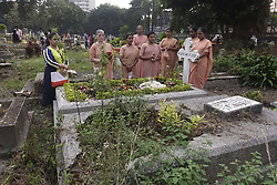 November 2, 2018 - Kolkata, West Bengal, India - Indian Christian offer prayer at the grave of their relative on the occasion All Souls Day. (Credit Image: © Saikat Paul/Pacific Press via ZUMA Wire)