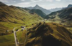 THEMENBILD - Hochtannbergpass mit der Landschaft und den umliegenden Bergen, Blickrichtung Tirol und Deutschland mit dem Biberkopf, aufgenommen am 16. September 2020 in Hochkrumbach, Oesterreich // Hochtannbergpass with the landscape and the surrounding mountains view direction to Tyrol and Germany with the Biberkopf. in Hochkrumbach, Austria on 2020/09/16. EXPA Pictures © 2020, PhotoCredit: EXPA/ JFK