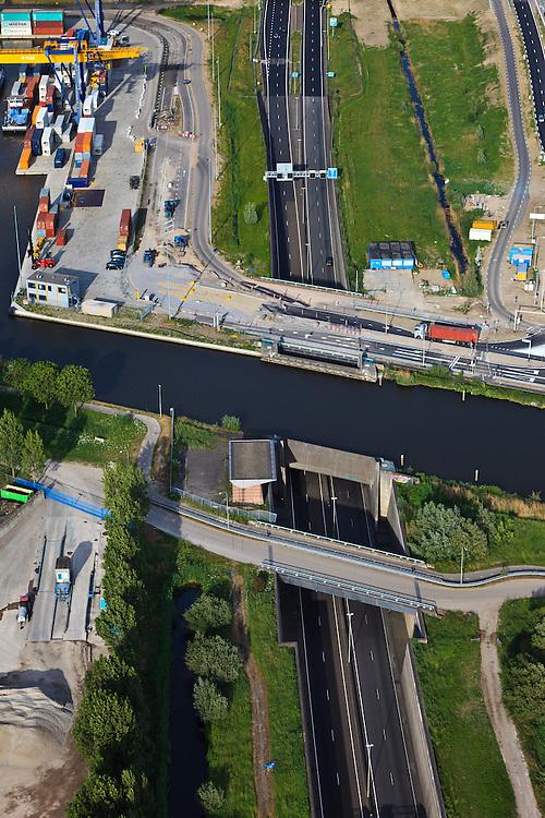 Nederland, Zuid-Holland, Alphen aan de Rijn, 23-05-2011; Alphen-aquaduct N11 onder de Gouwe, containerhaven. .Aqueduct (river Gouwe) over the motorway in Alphen aan de Rijn..luchtfoto (toeslag), aerial photo (additional fee required).copyright foto/photo Siebe Swart