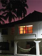 La casa revertida / Clayton, Panamá.