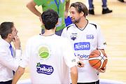 DESCRIZIONE : Brindisi  Lega A 2015-15 Enel Brindisi Dolomiti Energia Trento<br /> GIOCATORE : Giuseppe Poeta<br /> CATEGORIA : Before Pregame Fair Play<br /> SQUADRA : Dolomiti Energia Trento<br /> EVENTO : Lega A 2015-2016<br /> GARA :Enel Brindisi Dolomiti Energia Trento<br /> DATA : 25/10/2015<br /> SPORT : Pallacanestro<br /> AUTORE : Agenzia Ciamillo-Castoria/D.Matera<br /> Galleria : Lega Basket A 2015-2016<br /> Fotonotizia : Enel Brindisi Dolomiti Energia Trento<br /> Predefinita :