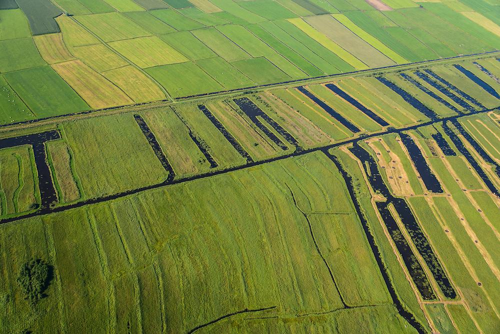 Nederland, Noordoostpolder, Overijssel, 27-08-2013;<br /> Op de grens van oud (beneden) en nieuw land (boven) in de polders,  respectievelijk Weerribben en NOP<br /> On the border between old and new country in the polders.<br /> luchtfoto (toeslag op standaard tarieven);<br /> aerial photo (additional fee required);<br /> copyright foto/photo Siebe Swart.
