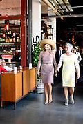 Koningin Máxima opent gebouw Zuid van de Performance Factory. In de voormalige textielfabriek zijn 25 commerciële en maatschappelijke organisaties gevestigd.<br /> <br /> Queen Máxima opens South building of the Performance Factory. 25 commercial and social organizations have been established in the former textile factory.