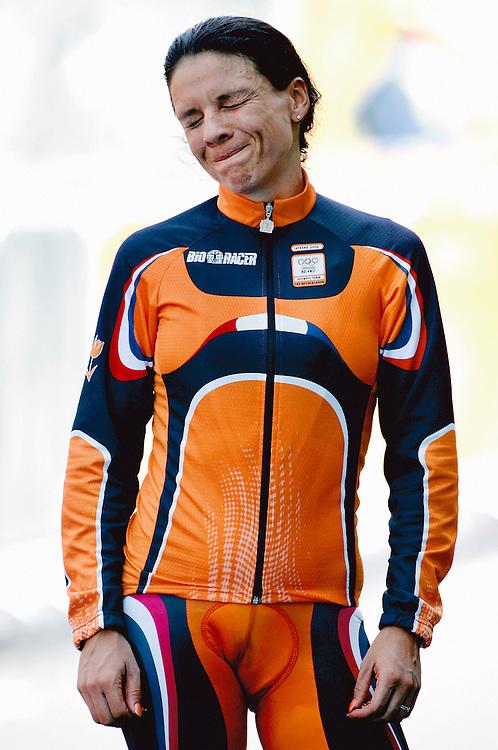 Griekenland, Athene, 18-08-2004.<br /> Olympische Spelen.<br /> Tijdrit Vrouwen.<br /> Leontien van Moorsel vol emotie op het podium in afwachting van haar gouden medaille nadat zij de tijrit heeft gewonnen.<br /> Foto : Klaas Jan van der Weij