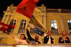Público durante o comício de campanha da candidata presidencial pelo Partido dos Trabalhadores, Dilma Rousseff em Porto Alegre. FOTO: Jefferson Bernardes/Preview.com