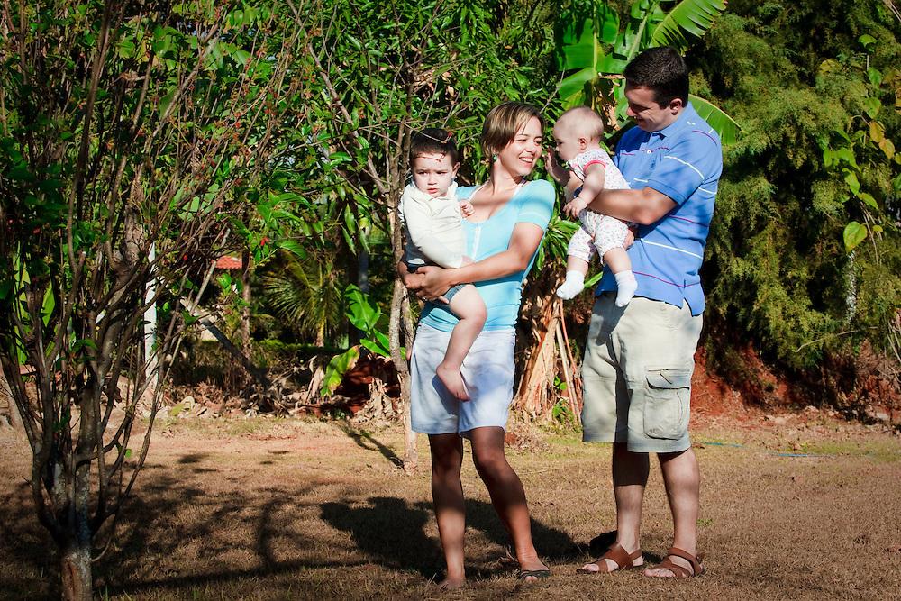 Uberlandia_MG, Brasil...Retrato de casal com filhos em Uberlandia, Minas Gerais..Portrait of couple with children in Uberlandia, Minas Gerais..Foto: BRUNO MAGALHAES / NITRO