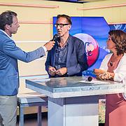 NLD/Hilversum/20170622 - Perspresentatie NOS Tour de France, Dione de Graaf en Herman van der Zandt in gesprek met Gio Lippens