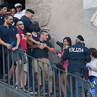 Acea, attivisti occupano scale Campidoglio