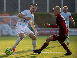 Anders Holst (FC Helsingør) og Sebastian Denius (Skive IK) under kampen i 1. Division mellem FC Helsingør og Skive IK den 18. oktober 2020 på Helsingør Stadion (Foto: Claus Birch).