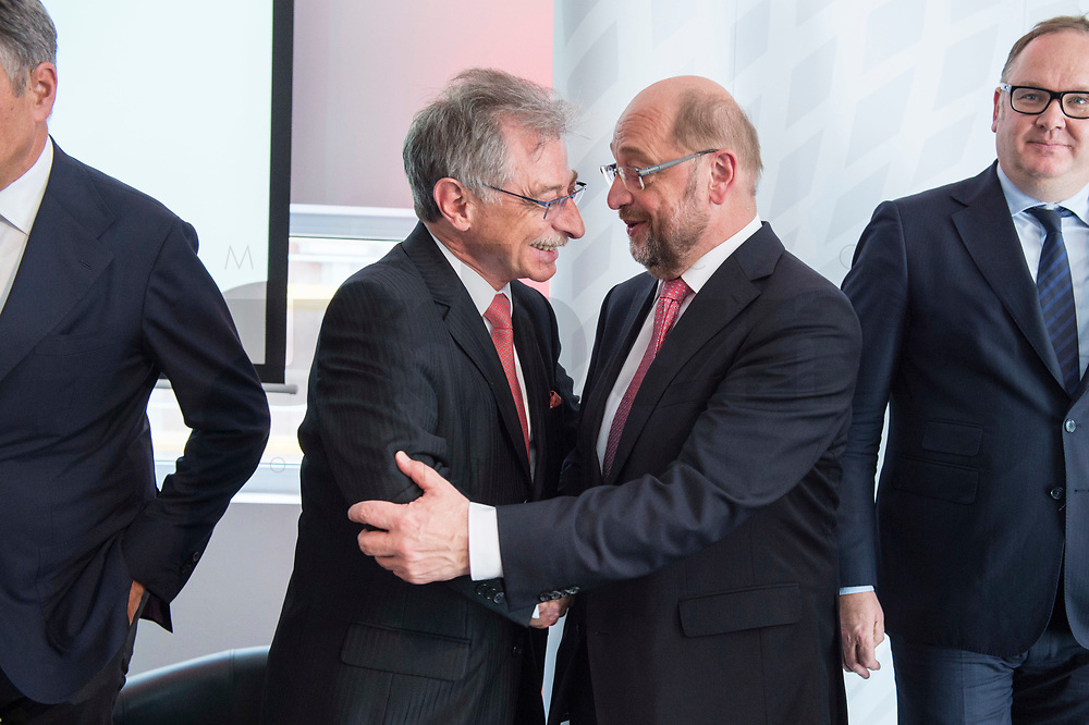 13 JUN 2017, BERLIN/GERMANY:<br /> Prof. Dieter Kempf (L), Praesident Bundesverband der Deutschen Industrie e.V., BDI, und Martin Schulz (R),  SPD Parteivorsitzender und Kanzlerkandidat, Jahreskonferenz, Wirtschaftsforum der SPD, Humboldt-Box<br /> IMAGE: 20170613-01-299