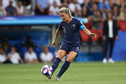 June 28, 2019 - Paris, France - Amandine Henry (Olympique Lyon) of France does passed during the 2019 FIFA Women's World Cup France Quarter Final match between France and USA at Parc des Princes on June 28, 2019 in Paris, France. (Credit Image: © Jose Breton/NurPhoto via ZUMA Press)
