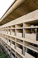 Punjab och Haryana High Court ritad av Le Corbusier och öppnades 1955, Chandigarh, Punjab, Indien, India.NOT FOR COMMERCIAL USE UNLESS PRIOR AGREED WITH PHOTOGRAPHER. (Contact Christina Sjogren at email address : cs@christinasjogren.com )